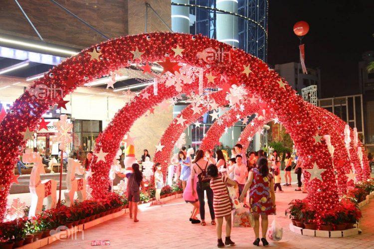 Vincom-Center-Nguyen-Chi-Thanh-dia-diem-di-choi-Noel-dep-nhat-o-Ha-Noi-nam-2016