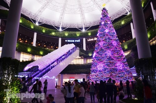 Aeon-Mall-Long-Bien-dia-diem-di-choi-Noel-dep-nhat-o-Ha-Noi-nam-2016