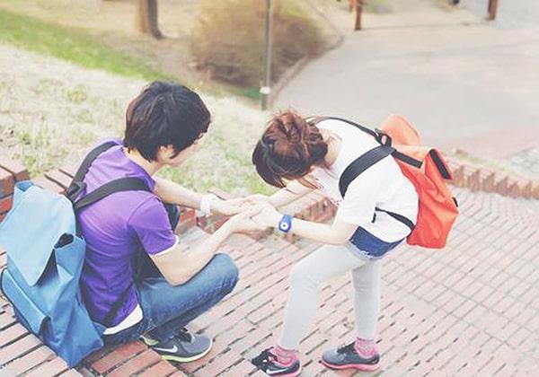 Người yêu bạn sẽ lo lắng và tham gia vào cuộc sống của bạn