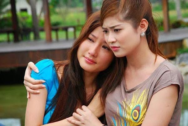 Tìm đến cô bạn thân để nhận được sự động viên, an ủi chân thành