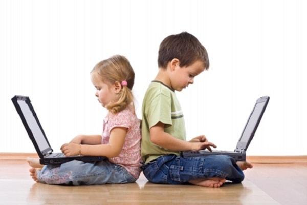 Không nên để trẻ tự tìm hiểu từ những nguồn không chính thống