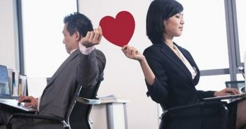 Yêu người lớn hơn 1 tuổi cùng văn phòng làm việc sẽ như thế nào?