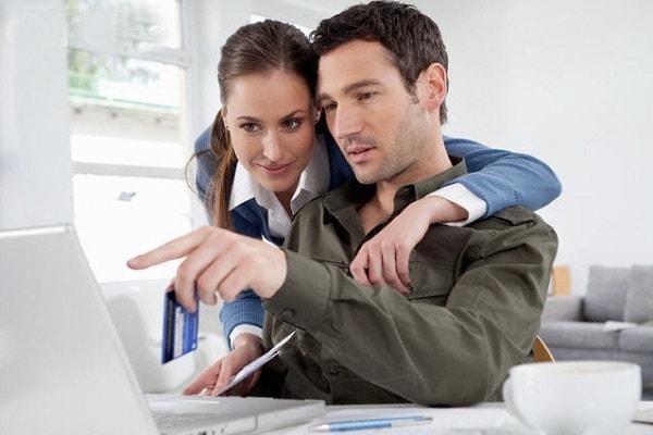 Yêu người cùng văn phòng làm việc sẽ có nhiều cái lợi