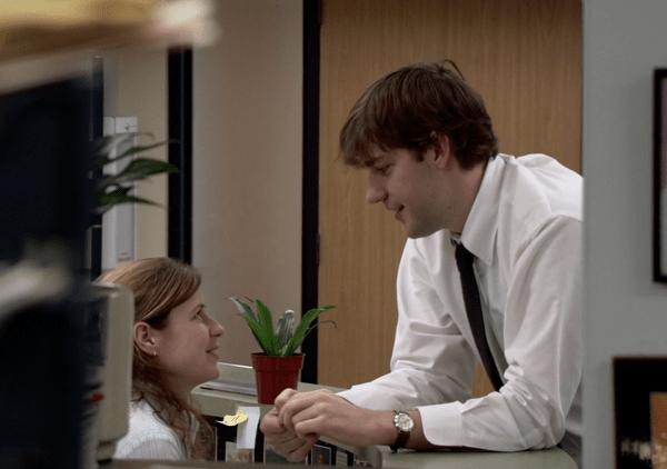 Yêu người hơn 6 tuổi cùng văn phòng, bạn được quan tâm mọi lúc