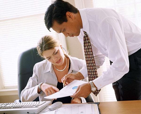 yêu người hơn 6 tuổi cùng văn phòng làm việc 2