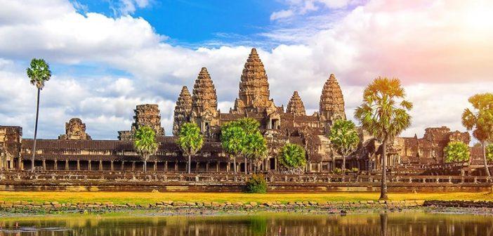Nên đặt tour du lịch Campuchia hay đi tự túc?