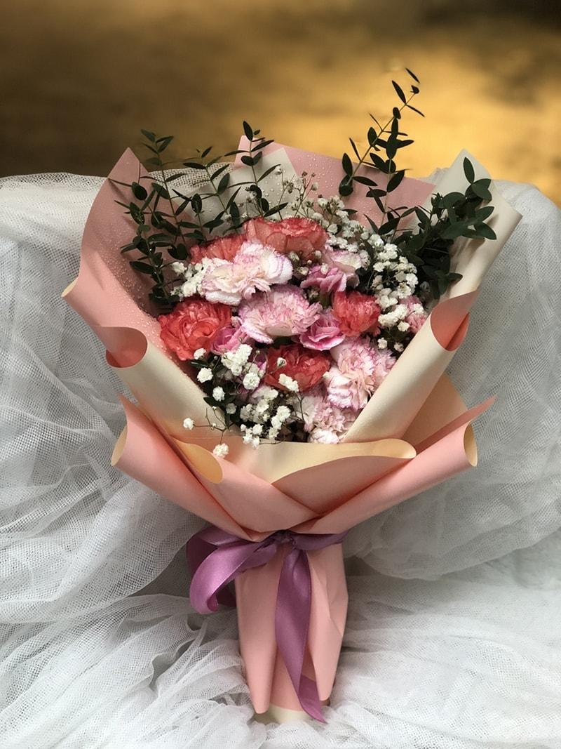 Tặng hoa hoa cẩm chướng cho người yêu ngày Phụ nữ Việt Nam 20/10